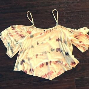 Flowy summer top with open shoulder and cute print